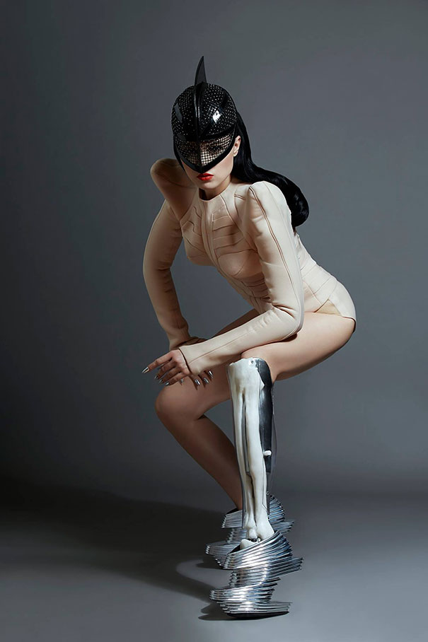 prototype-leg-prosthetics-viktoria-modesta-1